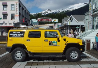 Photo of Hummer at cruise ship dock